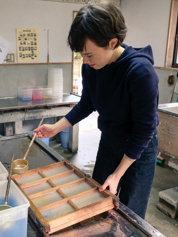 Personalizing my Kurotani Washi Paper in Kyoto, with coloured pigments
